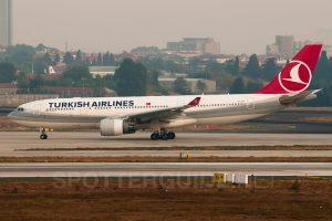 TurkishAirlines_A332_EI-EZL_IST031012